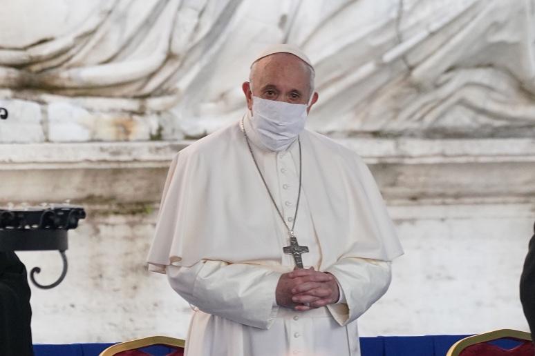 Papa Francesco riceve prima dose vaccino